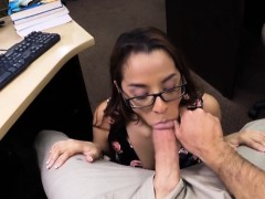 Coed tries to sell her books and pounded at the pawnshop
