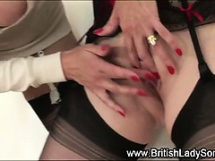 Mature stockings babe fingers pussy