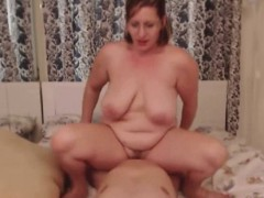 Amateur MILF gets pussy fucked